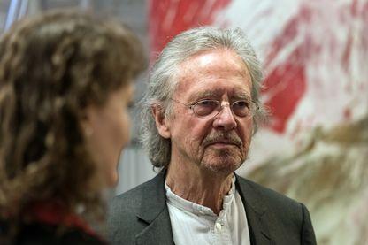L' écrivain, auteur dramatique, scénariste, réalisateur et traducteur autrichien, Peter Handke, lors d'une cérémonie à Stuttgart, en Allemagne, le 23 mars 2016.