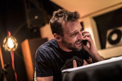 Matthieu Kassovitz pendant l'enregistrement d'un épisode. Xavier Lahache / Canal +