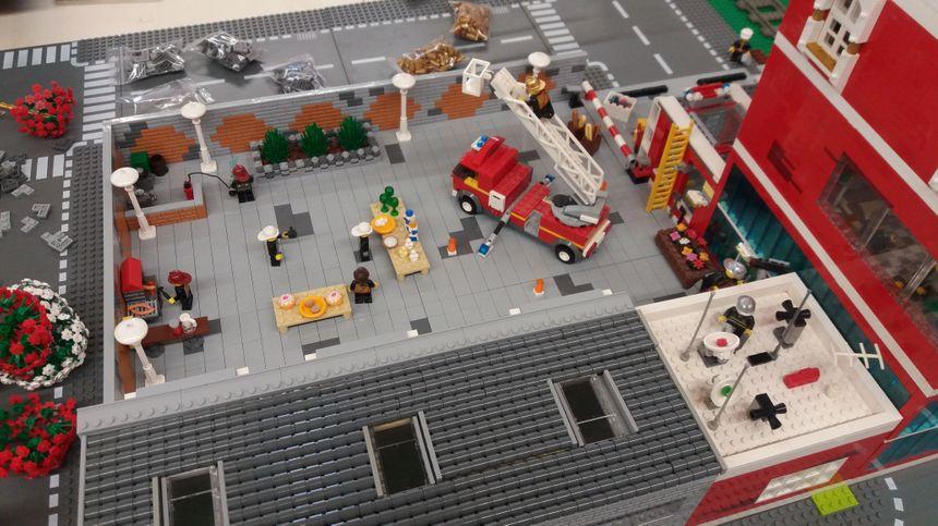 La caserne de pompiers.