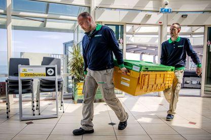 Installation des bureaux de votes aux Pays-Bas