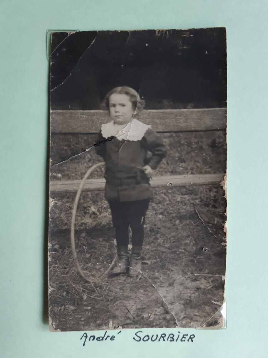Monique Vallat garde une photo du petit frère de sa mère, mort dans la tragédie de la salle Sainte-Madeleine qui a fait 126 morts à Valence le 1er juin 1919.