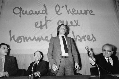 Bertrand Renouvin (debout) lors des Journées Monarchistes en mars 1980