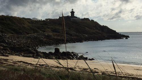 Épisode 10 : En étrange pays : Huis clos dans le phare de l'Atlantide