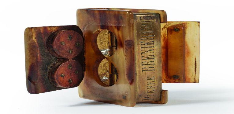 Une tabatière de la collection d'art populaire de Pierre Bellemare
