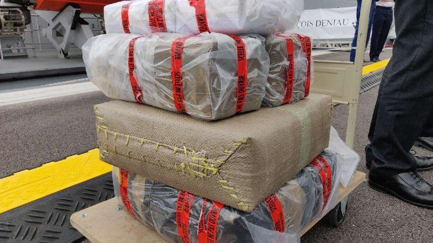 Les douaniers ont saisi 7,4 tonnes de drogue réparties dans 232 colis.