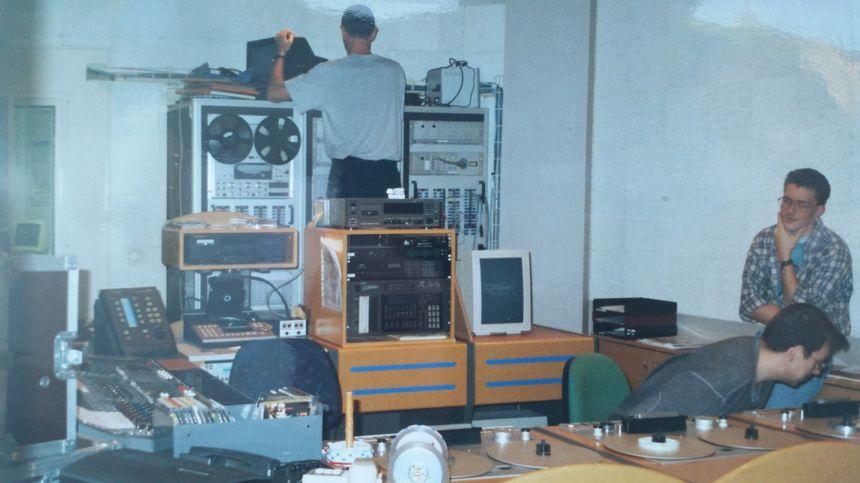 La régie de Radio France Champagne, en 1991