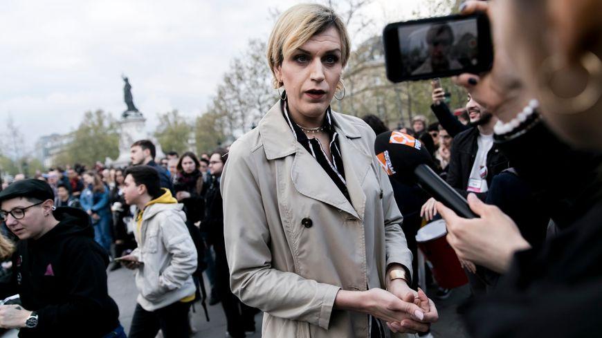 Julia, jeune femme transsexuelle agressée à Paris, le 31 mars