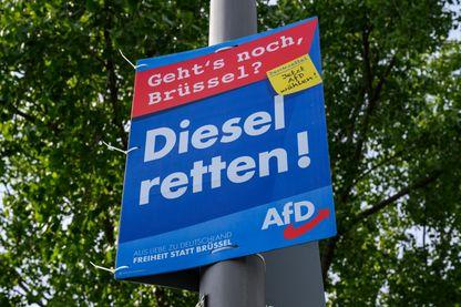 """Une affiche """"Sauver le diesel"""" de l'AfD, l'extrême droite allemande, pour les élections européennes"""