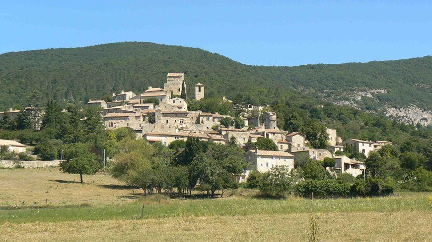 Le Poët-Laval, village médiéval perché