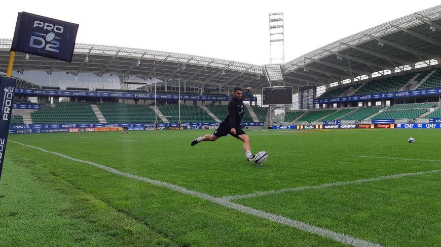 Thomas Laranjeira a pris ses repères face aux perches au stade du Hameau, à Pau