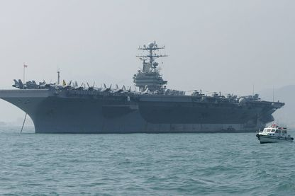 Le porte-avions US Abraham Lincoln et ses 80 avions de combat et bombardiers, deux fois la taille et la force de frappe du Charles de Gaulle, envoyé en direction de l'Iran (photo d'archive de 2004).