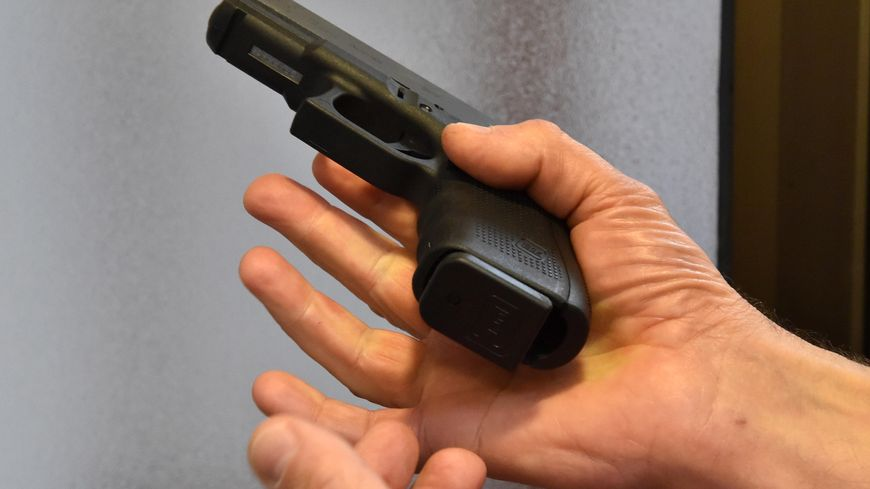 """Des """"kits"""" illégaux permettent de transformer des pistolets en armes automatiques"""