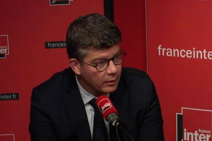 Cédric Perrin, sénateur LR de Belfort, invité de Mathilde Munos dans le 5/7 de France Inter.