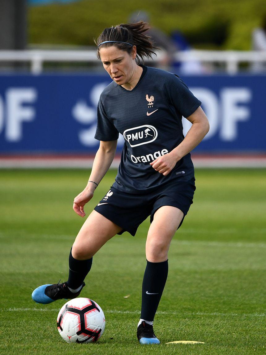 Elise Bussaglia est la joueuse la plus âgée de l'effectif des Bleues.
