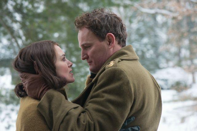 """Sophie Avon : """"C'est un film qui est par tronçon, il n'y a aucune dramaturgie !"""" (sur la photo : Keira Knightley et Jason Clarke)"""