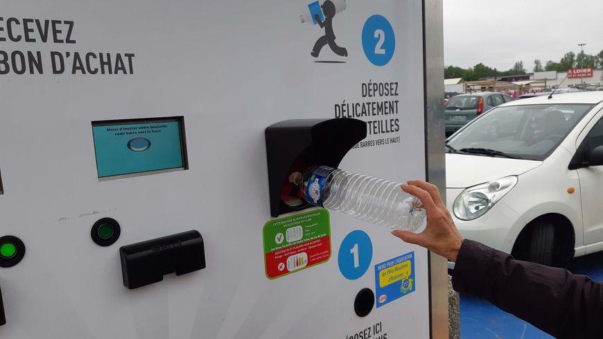 L'Ecobox permet d'échanger ses bouteilles en plastique contre un bon d'achat