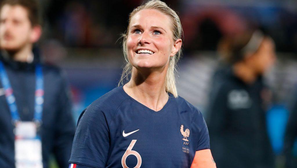 Equipe De France Feminine Amandine Henry La Meilleure Du Milieu