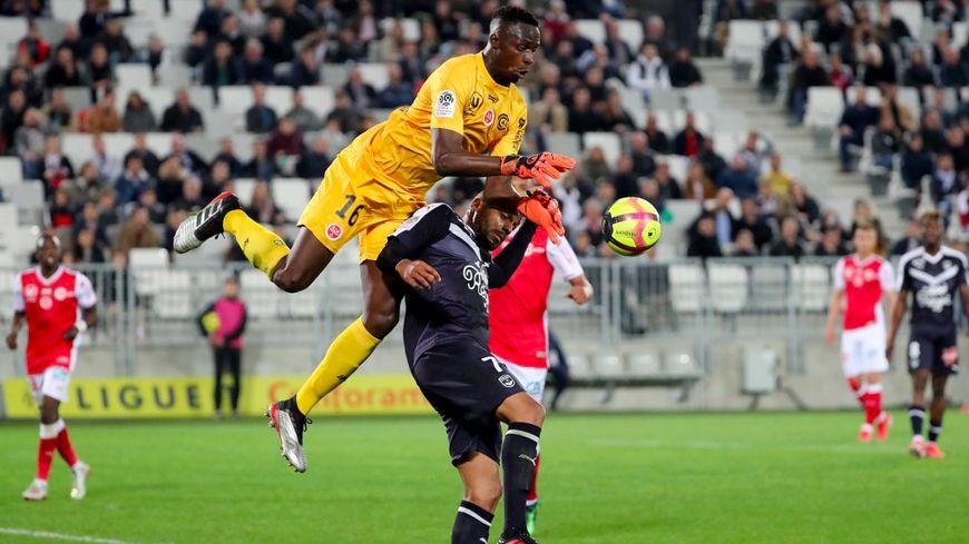 Le gardien de but rémois Edouard Mendy a fait un malaise après un choc avec Jimmy Briand. Mais plus de peur que de mal...