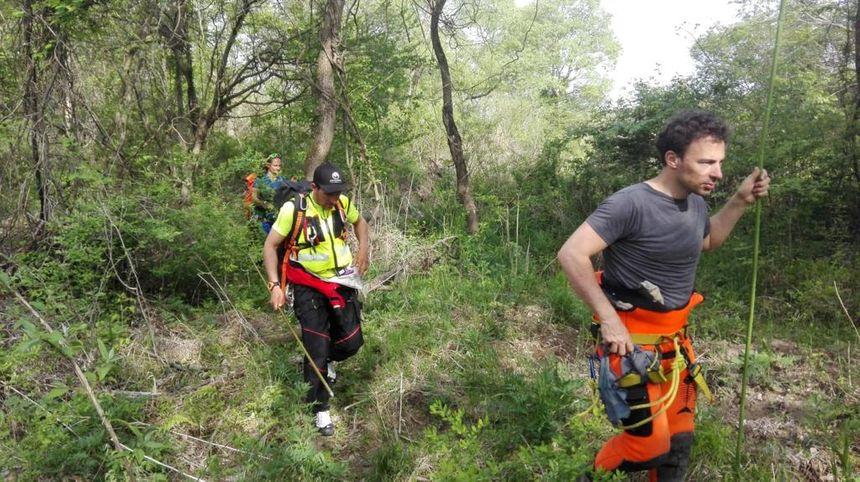 Les membres de Mountain Medic Events lors des recherches de Tiphaine Véron au Japon.