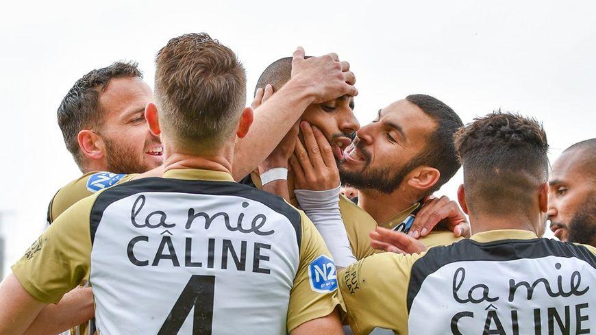 Les Ponots fêtent la première place de leur poule après leur victoire face à Blois.