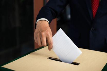 Les premières surprises du scrutin