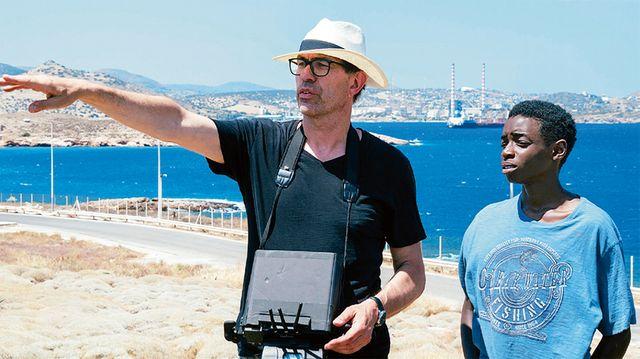 Dominik Moll et Joshua Edoze sur le tournage d'Eden