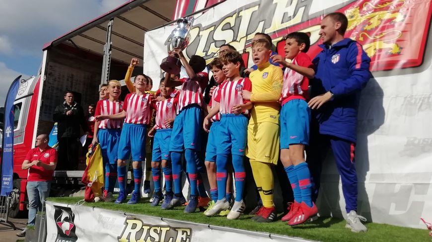 Les espagnols de l'Atletico Madrid soulèvent le trophée