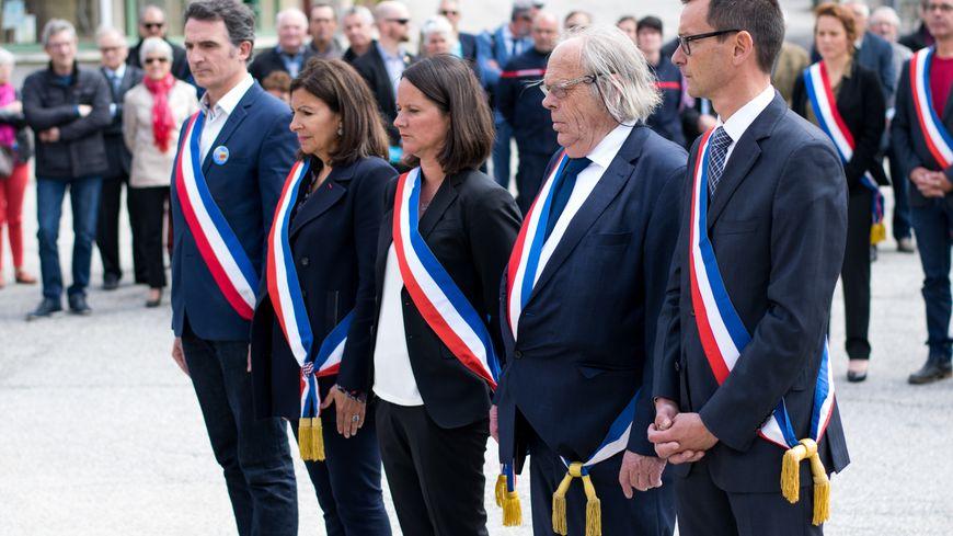 Les maires de Grenoble, Paris, Nantes, l'Ile-de-Sein et Vassieux-en-Vercors.
