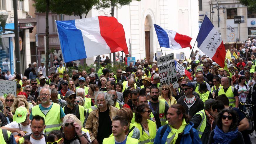 Acte 26 du mouvement des Gilets Jaunes à Marseille, rassemblement sur le Vieux Port avec le collectif de La Plaine