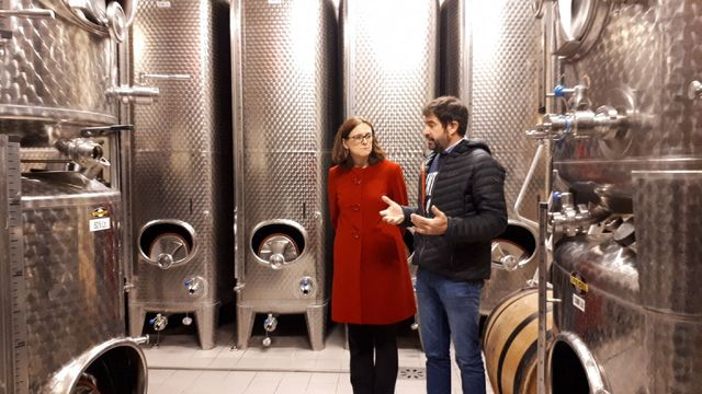 Cecilia Malmström, commissaire européenne au Commerce, visite l'exploitation d'Etienne Loew, à Westhoffen (Bas-Rhin), afin de promouvoir l'accord de libre-échange UE-Japon