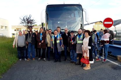 C'est à la Souterraine qu'une quarantaine de salariés et ex-salariés de GM&S dans la Creuse, a pris le bus, direction la Croisette