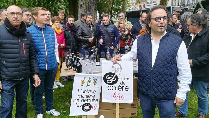 Sébastien David soutenu par d'autres viticulteurs au tribunal administratif d'Orléans