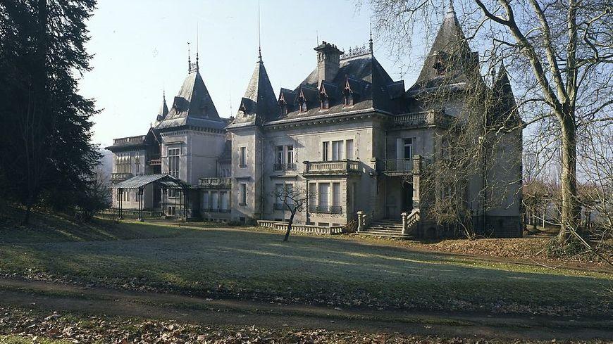 Le château du porcelainier Haviland dans le parc zoologique du Reynou au Vigen