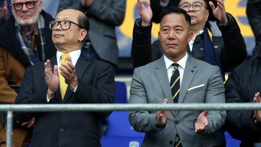 Wing Sang Li, l'ancien président du FCSM (à gauche). Frédéric Dong Bo, l'actuel président du club (à droite).