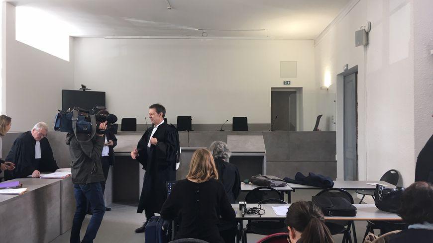 La salle du tribunal correctionnel de Thionville avant l'audience consacrée à l'affaire d'ArcelorMittal