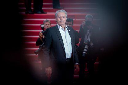 Alain Delon reçoit les honneurs à Cannes