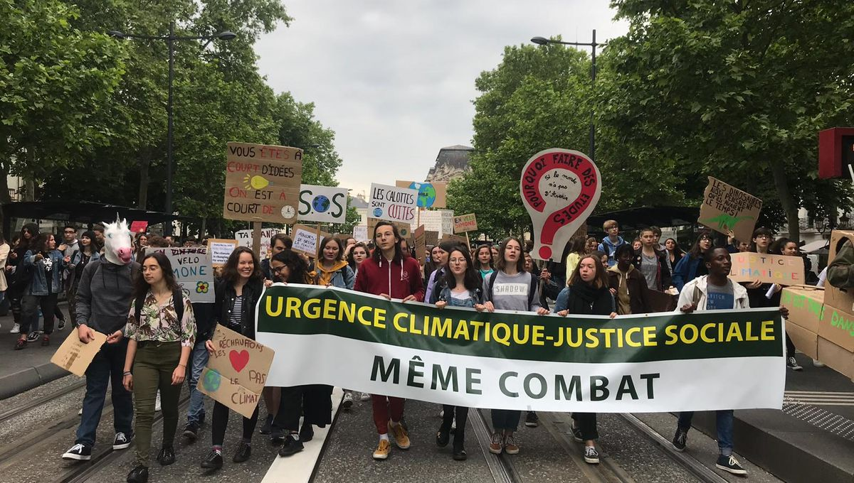 Tours : Un millier de jeune place Jean Jaurès pour la marche pour le climat