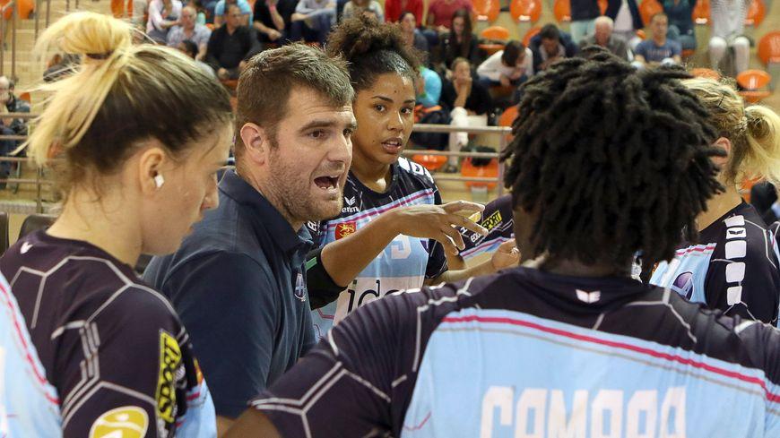 Roch Bedos entraînait les handballeuses du HAC Handball