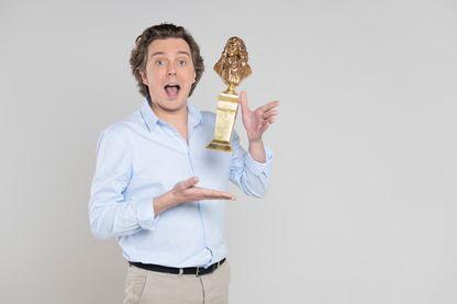 L'humoriste de France Inter succède à Zabou Breitman pour animer la grande soirée du théâtre français.