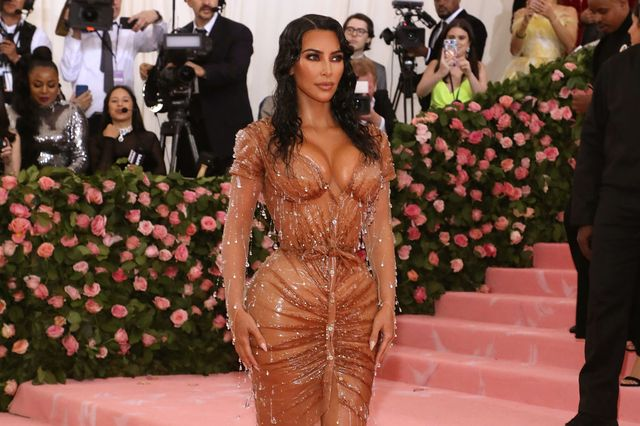 Gala du Met 2019 : Kim Kardashian dans une robe Mugler très près du corps