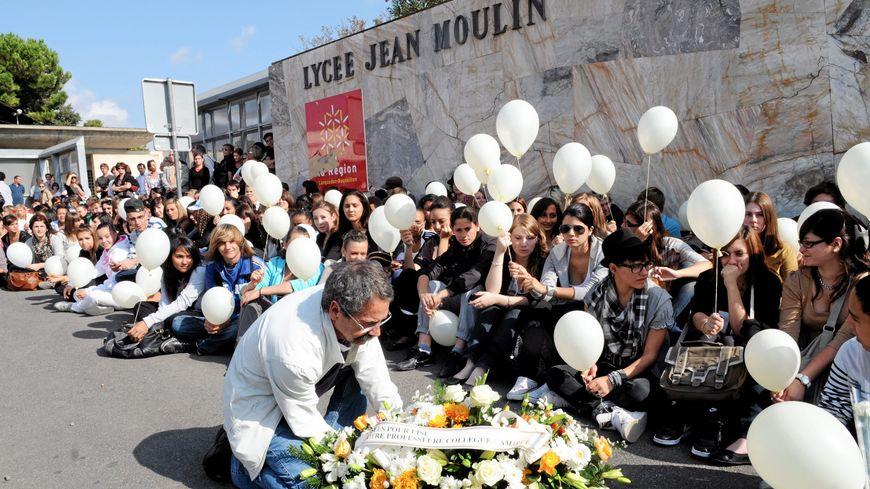 LYCEE JEAN MOULIN A BEZIERS / APRES LE DECES DE L ENSEIGNANTE LISE BONNAFOUS QUI S'EST IMMOLEE DANS LA COUR DU LYCEE