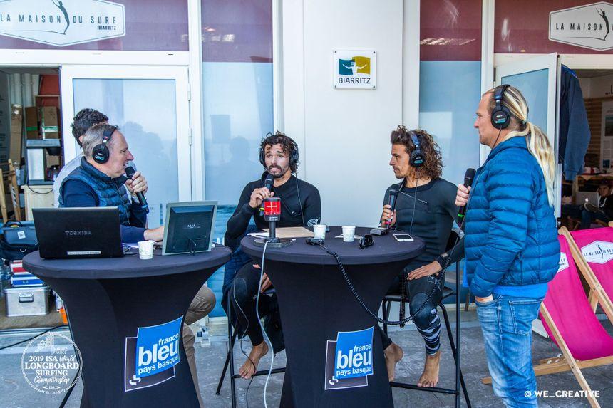 Les frères Delpero invités de France Bleu au studio installé Côte des basques à Biarritz