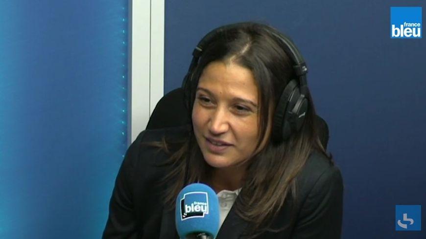 Nadia Benmokhtar au micro de Stade Bleu