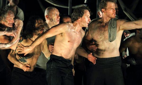 Jacques Imbrailo au centre (Billy Budd) avec Duncan Rock à droite (Donald)