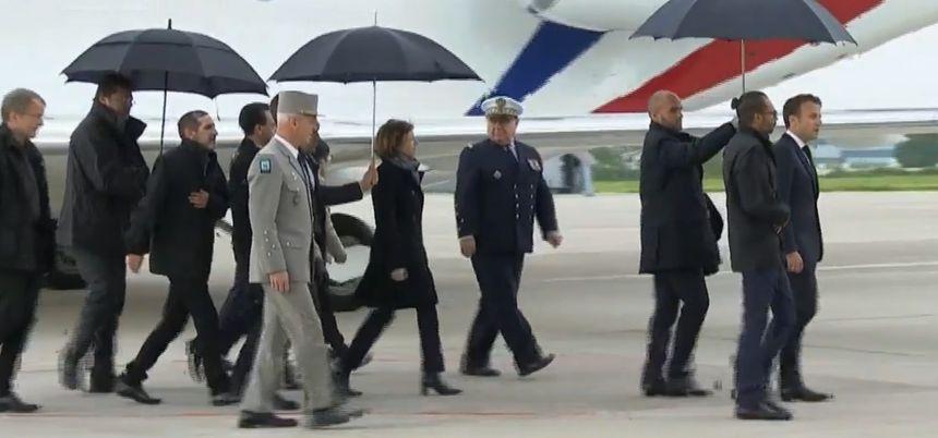 L'avion des ex-otages s'est posé à 18 heures sur l'aéroport militaire de Villacoublay (Yvelines)