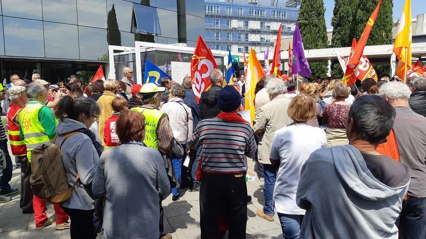 Plusieurs manifs se sont déjà déroulées devant l'hôpital de Valence, comme ici le 2 mai dernier