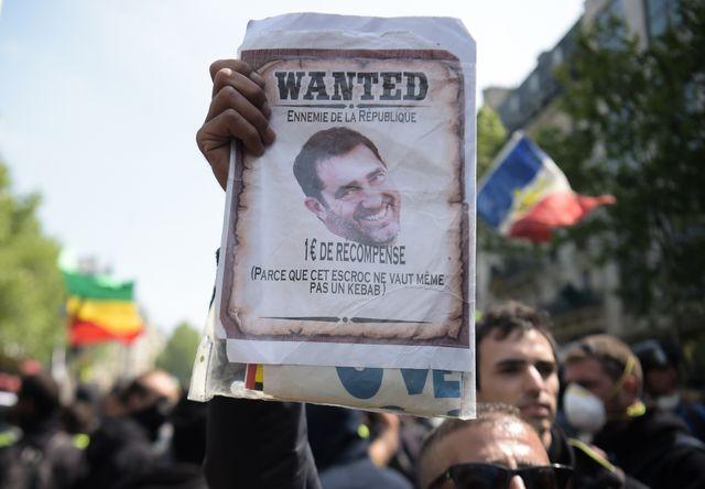 Le ministre de l'Intérieur, Christophe Castaner, est la cible de plusieurs manifestants pour sa gestion critiquée du maintien de l'ordre