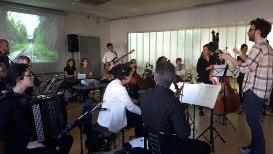 Au lycée Mozart de Blanc-Mesnil, les lycéens ont composé un mélologue dans le cadre du projet Un orchestre dans mon bahut du Paris Mozart Orchestra