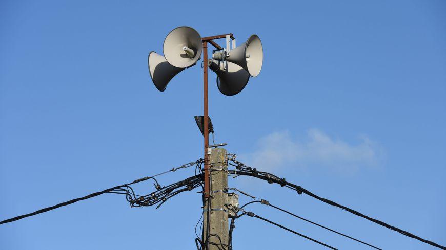 Le test des sirènes a été décalé à jeudi.