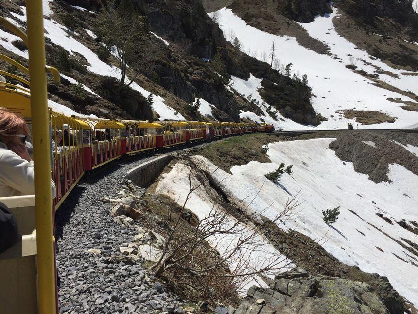entre hiver et été, l'un des meilleurs moments pour profiter du petit train